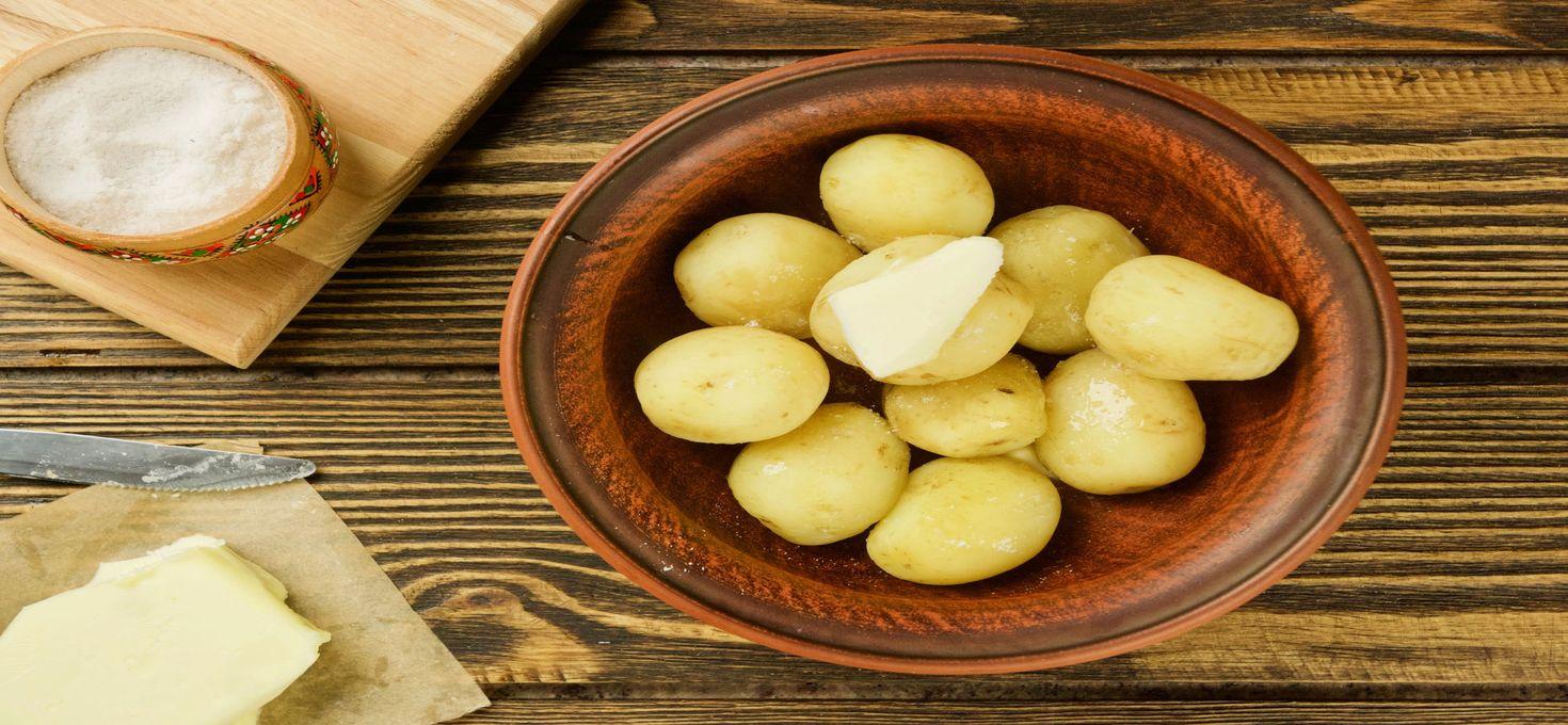 Избавляемся от чёрных пятен на картофеле при варке