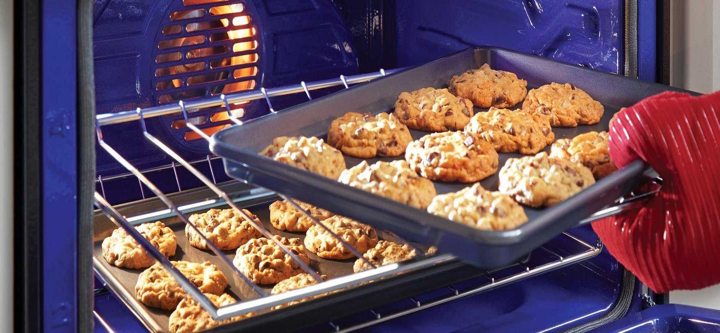 Чтобы печенье в духовке не пригорало